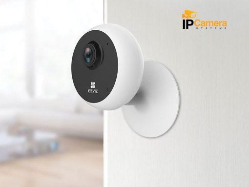 Với một đế nam châm và bộ gắn cố định, bạn có thể lắp đặt camera một cách dễ dàng. Chỉ cần đặt C1C lên giá gắn hoặc kẹp vào tường hay trần nhà và thế là xong!. Sau khi đã lắp đặt xong, bạn có thể dùng tay điều chỉnh vị trí để giám sát bất cứ nơi nào.