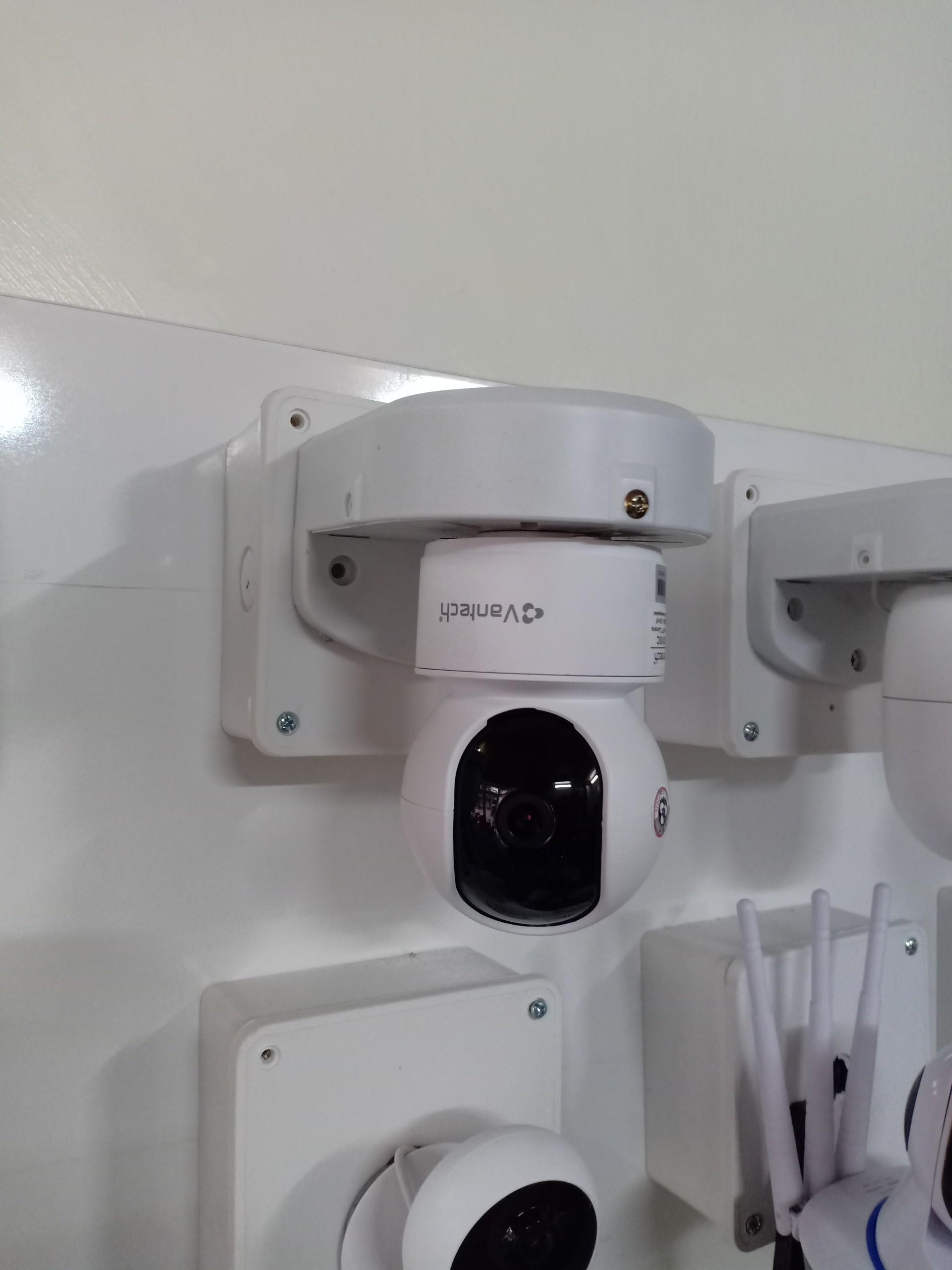 camera lắp đặt dễ dàng để bàn hoặc ốp trần đều được